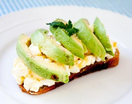 sanduiche-ovos-abacate-michelle-franzoni-blog-da-mimis_